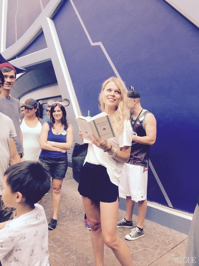 Ольга Фреймут в Калифорнии: испытание американскими горками и трудности на заправке - фото №1