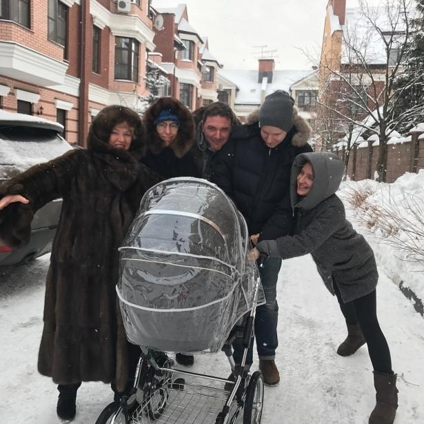 Свекор Ксении Собчак рассказал, на кого похож ее новорожденный сын - фото №2