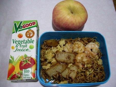 Как выглядит школьный обед в разных странах мира? - фото №16