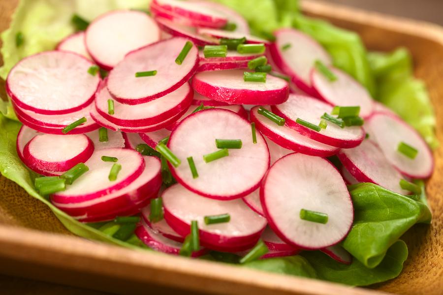 Салат из редиски: 4 лучших рецепта витаминного блюда - фото №2