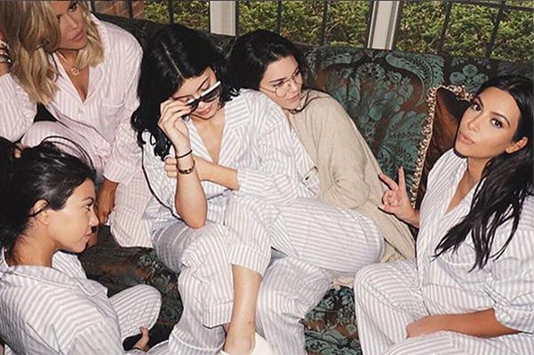 Семейство Кардашьян на вечеринке