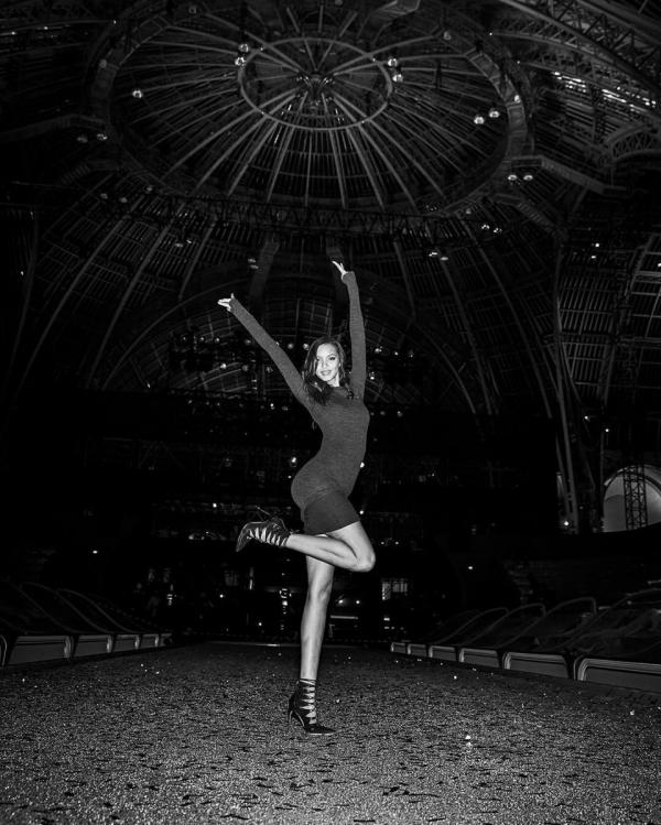 Шоу Victoria's Secret 2016 в Париже: свежие новости, фотографии моделей и видео с места событий (обновляется) - фото №17