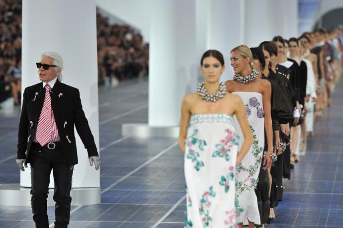 Неделя моды в Париже: «ветреный» показ от Chanel - фото №2