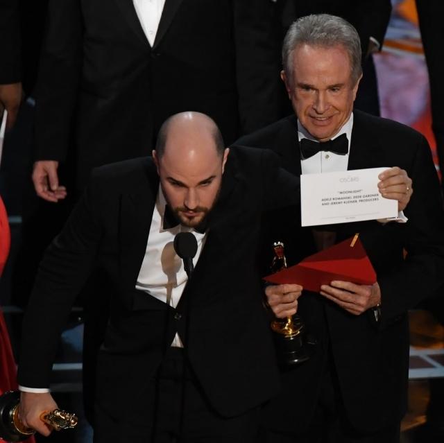 Оскар 2017: скандал с конвертами или как перепутали победителя впервые в истории кинопремии - фото №3