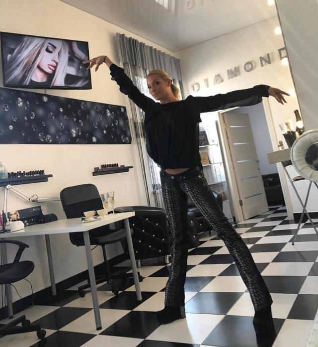 """Анастасия Волочкова заступилась за полных людей и пристыдила Алену Водонаеву: """"Не осуждай, а помоги!"""" - фото №2"""