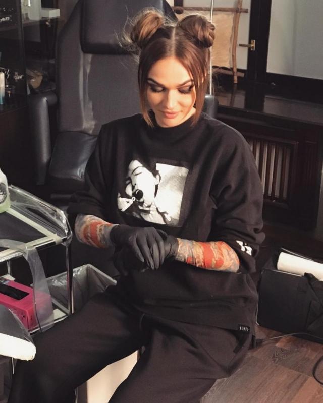 Скрытые таланты: Алена Водонаева стала татуировщицей (ФОТО, ВИДЕО) - фото №1