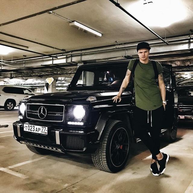 Досталось за все: Дмитрия Тарасова без носков загнобили в Instagram (ФОТО) - фото №1