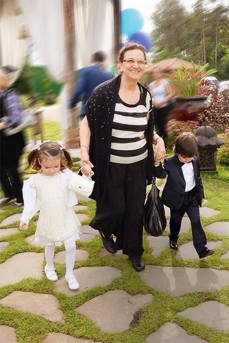 тетя Киркорова с детьми