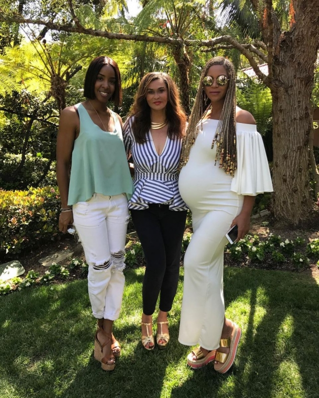 Мама певицы Бейонсе показала новые фото звезды на последнем сроке беременности - фото №1