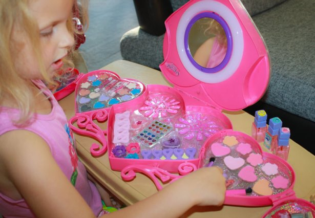 Какую косметику можно использовать вместе с дочерью-подростком - фото №1