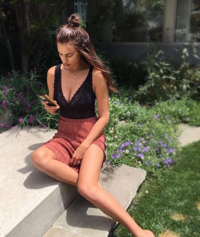 Молодая мама Ирина Шейк восхитила Instagram идеальной фигурой в бикини (ФОТО) - фото №2