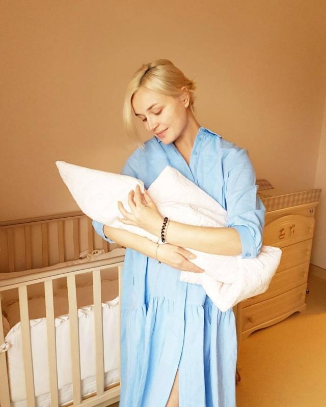 Полина Гагарина рассказала о партнерских родах и показала первое ФОТО с дочкой - фото №1