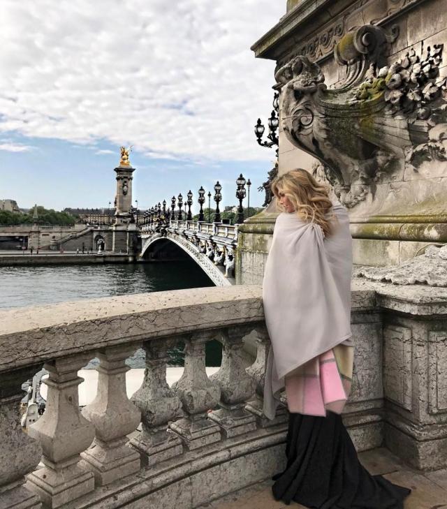 Вера Брежнева восхитила поклонников женственными образами в Париже (ФОТО) - фото №1