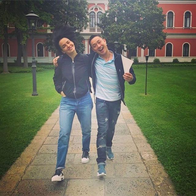 Как отдыхают звезды: Даша Астафьева без макияжа и в скромном прикиде прогулялась по Венеции с возлюбленным (ФОТО) - фото №2