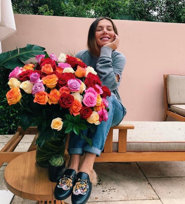 Отец ребенка Анны Седоковой задаривает ее букетами цветов (ФОТО) - фото №1