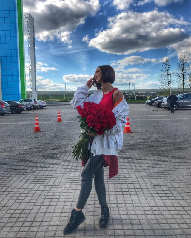 Щедрый поклонник: Ольга Бузова похвасталась дорогим статусным подарком (ФОТО) - фото №2
