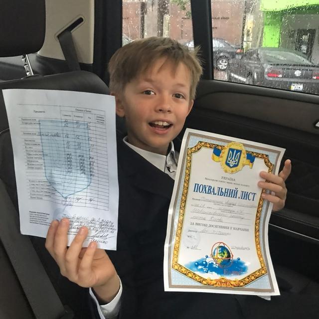 Папина гордость: 8-летний сын Потапа окончил учебный год, будучи отличником (ФОТО) - фото №1