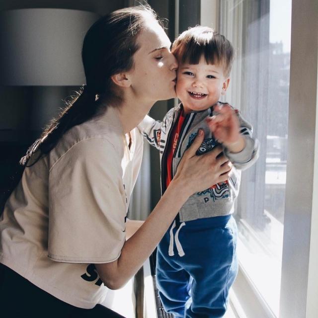 Редкий кадр: топ-модель Алла Костромичева показала подросшего сына Сальваторе (ФОТО) - фото №1