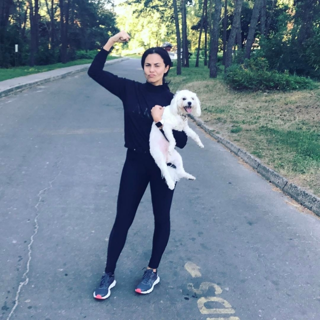 Неожиданный единомышленник: Настя Каменских приобщила собаку к утренним пробежкам (ФОТО) - фото №1