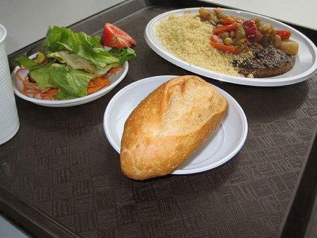 Как выглядит школьный обед в разных странах мира? - фото №20