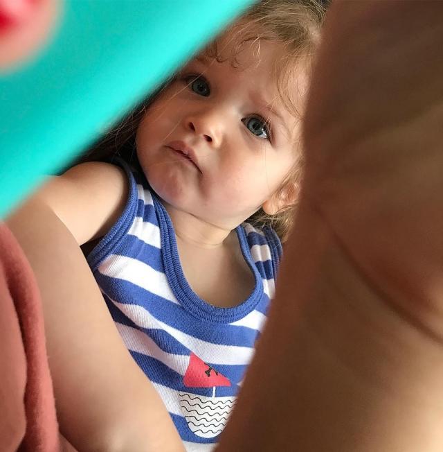Ксения Бородина и Курбан Омаров официально показали младшую дочь Теону (ФОТО) - фото №2