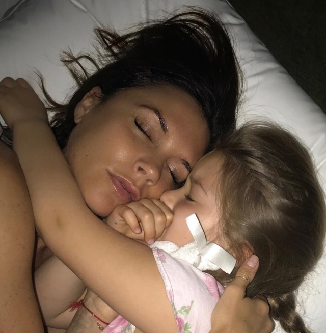 Виктория Бекхэм растрогала поклонников милым фото с 5-летней дочерью Харпер - фото №1