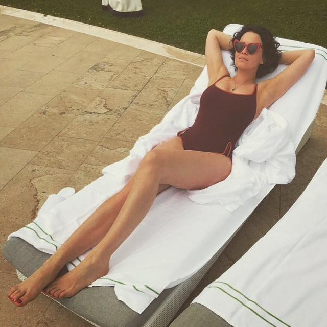 Сексуальная Даша Астафьева похвасталась фигурой в купальнике (ФОТО) - фото №1