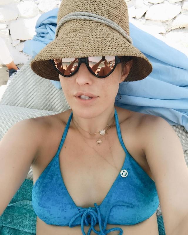 Как отдыхают звезды: Ксения Собчак в Греции делает селфи в купальнике (ФОТО) - фото №1