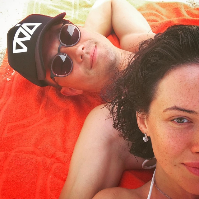 Как отдыхают звезды: Даша Астафьева с бойфрендом веселится на пляже Испании (ФОТО) - фото №1