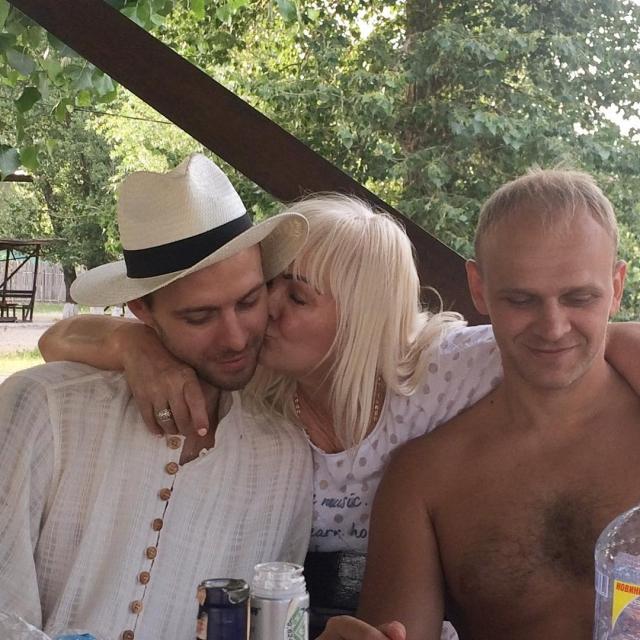 Праздник по-домашнему: Макс Барских показал свою семью (ФОТО) - фото №2