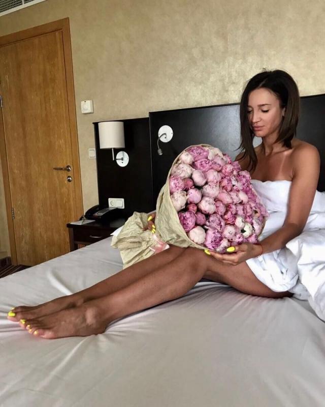 """10 миллионов для Бузовой: телезвезда трогательно поблагодарила подписчиков в Instagram за """"юбилейное"""" число (ВИДЕО) - фото №1"""
