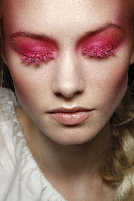 Розовая тушь для ресниц, как главный бьюти-тренд лета 2017 (+ПОДБОРКА СРЕДСТВ) - фото №2