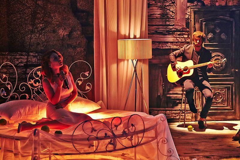 Сила любви и голоса: рецензия на фильм о Тине Кароль - фото №2