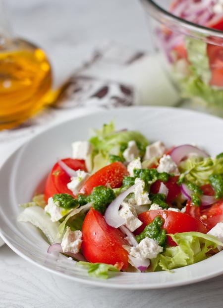 Салат из молодого редиса: рецепты приготовления - фото №2