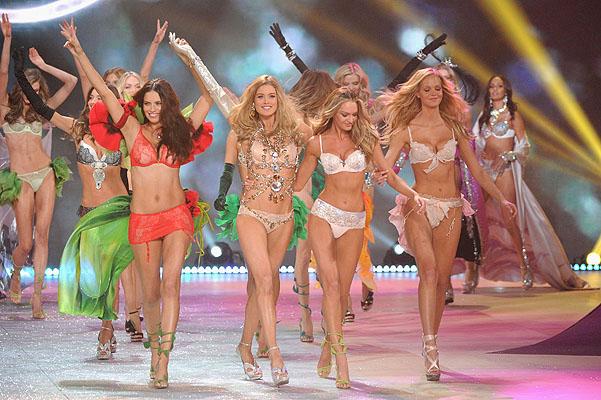 Состоялось модное шоу Victoria`s Secret 2012 - фото №20