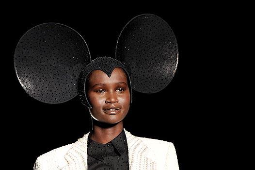Неделя моды в Лондоне: Леди Гага на показе Philip Treacy - фото №10