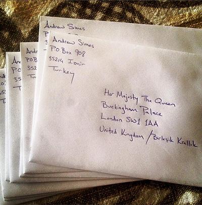 Рождественская история длиною в 59 лет: Елизавета II поблагодарила мужчину, отправлявшего ей открытки - фото №3