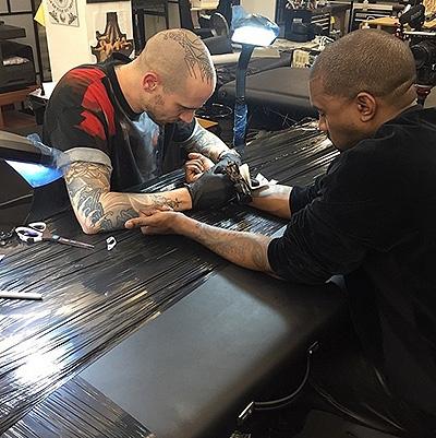 Зачем звезды делают татуировки: чувства напоказ - фото №3