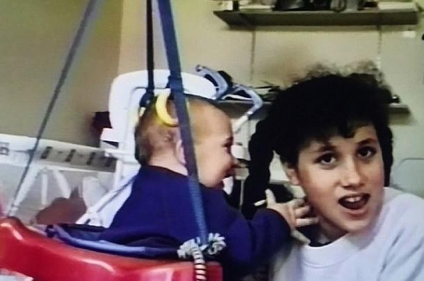 В Сети опубликованы детские ФОТО невесты принца Гарри: Меган Маркл будет отличной мамой - фото №2