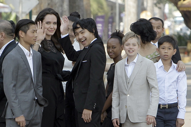 СМИ: Брэд Питт тайно приезжал к Анджелине Джоли в Камбоджу - фото №2