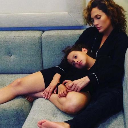 Дженнифер Лопес рассказала о позднем материнстве и безуспешных попытках забеременеть - фото №2