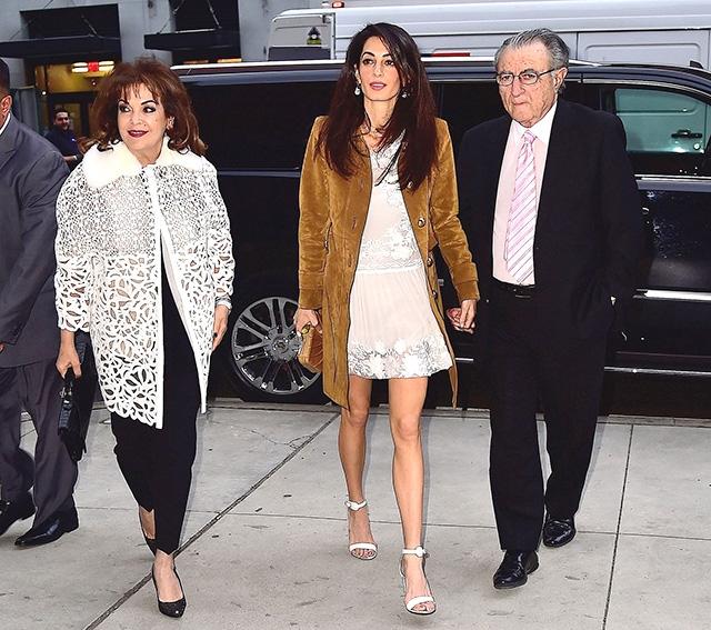 СМИ: Джорджа и Амаль Клуни задарили подарками для новорожденной двойни - фото №2