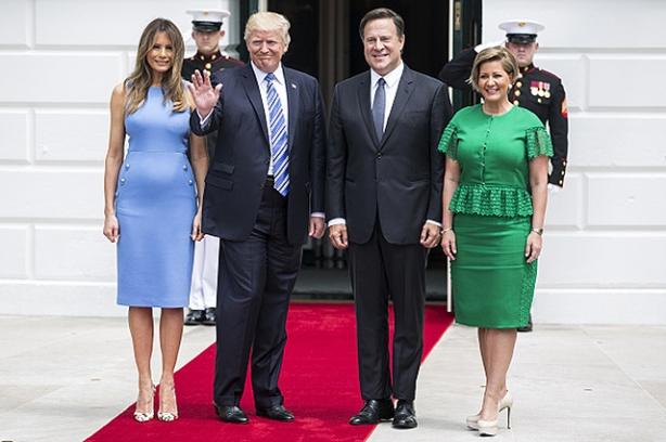 мелания трамп платье
