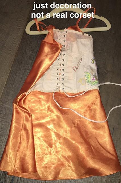 Ким Кардашьян оправдалась за то, что одела корсет на 4-летнюю дочь Норт Уэст (ФОТО) - фото №2