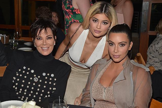 СМИ: Кайли Дженнер стала суррогатной матерью для третьего ребенка Ким Кардашьян - фото №1