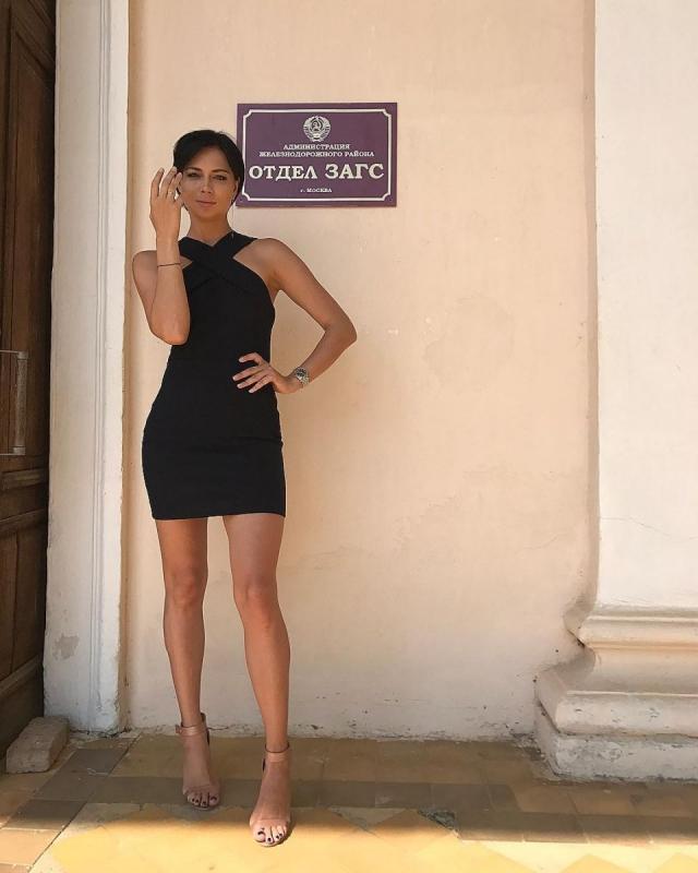 Настасья Самбурская все-таки вышла замуж: актриса опубликовала ФОТО с кольцом в ЗАГСе - фото №1