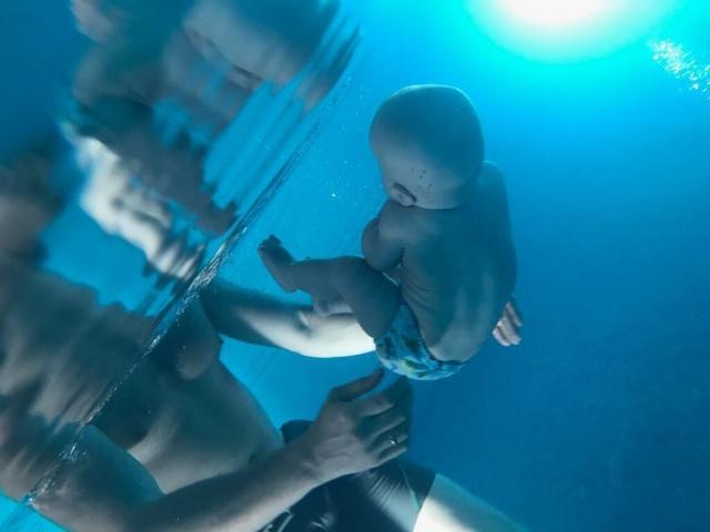 Ксения Собчак показала трогательное ФОТО крохи-первенца Платона в бассейне - фото №1