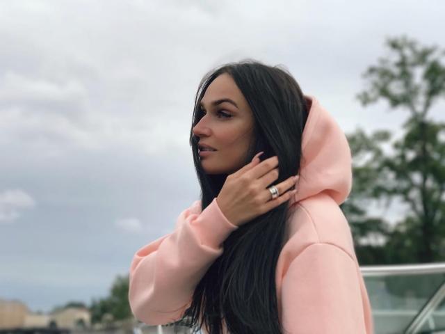 Телезвезда Алена Водонаева заинтриговала кольцом на безымянном пальце (ФОТО) - фото №1