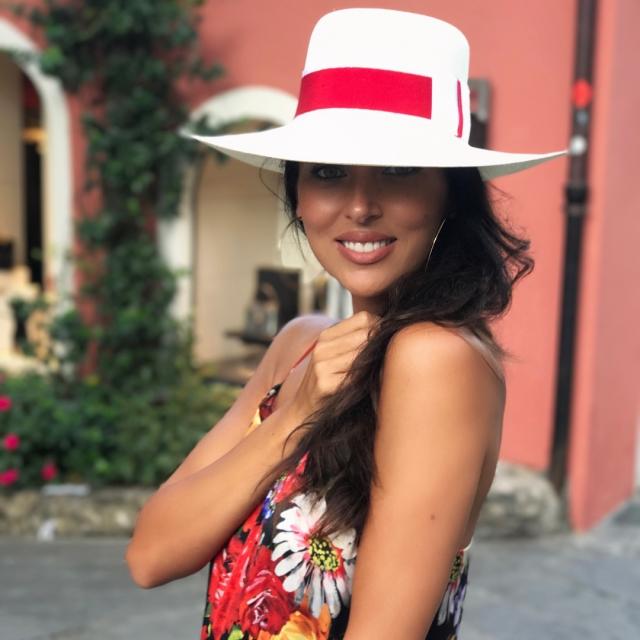 Как отдыхают звезды: Алсу в образе страстной итальянки хвастается яркими нарядами в Портофино (ФОТО) - фото №1