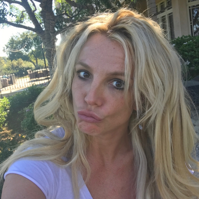 Бритни Спирс шокировала новым ФОТО без прически и макияжа - фото №2